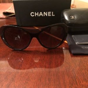 NEW, AUTHENTIC CHANEL CH 5389 Black Sunglasses
